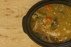 Caldo de gallina. Receta para Crock Pot Crock Pot Slow Cooker, Slow Cooker Recipes, Crockpot Recipes, Slow Food, Slow Cooking, Bouquet Garni, Recipies, Curry, Beef