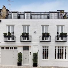 Property Of The Day: Ennismore Mews, Knightsbridge Georgian Architecture, Facade Architecture, Exterior Front Doors, Exterior Paint, Town And Country Magazine, Mews House, Facade House, House Facades, London House