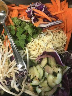 Cheesecake Factory Thai Lettuce Wraps Recipe by Jenniferj Thai Chicken Wraps, Thai Lettuce Wraps, Lettuce Tacos, Lettuce Wrap Recipes, Baked Chicken, Chicken Recipes, Chicken Tacos, Cheese Cake Factory, Kitchens