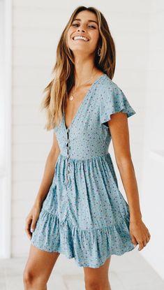 Valentina Kleid Baby Blue Daisy daisy kleid valentina Source by Monds Cute Summer Dresses, Casual Summer Outfits, Spring Outfits, Cute Dresses, Casual Dresses, Dresses Dresses, Blue Dress Casual, Dresses For Summer, Party Outfit Summer