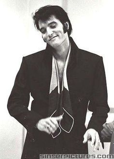 See the latest images for Elvis Presley. Listen to Elvis Presley tracks for free online and get recommendations on similar music. Priscilla Presley, Lisa Marie Presley, Elvis And Priscilla, Rock And Roll, Elvis Presley Pictures, Graceland, American Singers, No One Loves Me, Old Hollywood