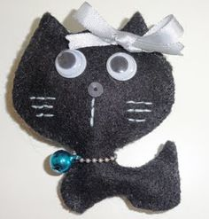 Little black cat brooch / Broche de fieltro Gatito negro