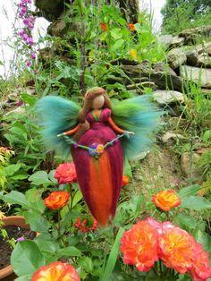 Lucia Blumen Fee, Jahreszeitentisch, Wolle von filzweiber auf DaWanda.com