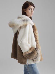 Yves Salomon Ready-To-Wear Fur Coat Outfit, Fur Coat Fashion, Fashion Week Paris, Winter Coats Women, Coats For Women, Langer Mantel, Winter Stil, Faux Fur Jacket, Fashion News