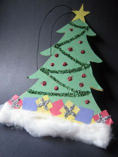 Construction Paper Christmas Crafts For Preschoolers Christmas Crafts For Toddlers, Christmas Craft Projects, Christmas Activities, Xmas Crafts, Kids Christmas, Christmas Trees, Christmas Paper, Diy Christmas Ornaments, Handmade Christmas
