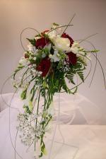 Bouquet mari e tombant rouge et blanc recherche google fleurs mariage pinterest search - Bouquet mariee orchidee ...