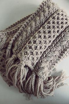Neulottu iso kaulahuivi Iso, Knitting Patterns, Knitting Ideas, Diy And Crafts, Blanket, Fashion, Moda, Knit Patterns, Fashion Styles