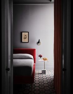 Grey bedrooms at the Hotel Saint Vincent in New Orleans reflect the chilling legacy of the building, which was converted from a 19th-century infant asylum. Cocktail Bar Design, Palette Table, Monochrome Bedroom, New Orleans Hotels, U Shaped Kitchen, Saint Vincent, Guest Bathrooms, Guest Rooms, Grey Room