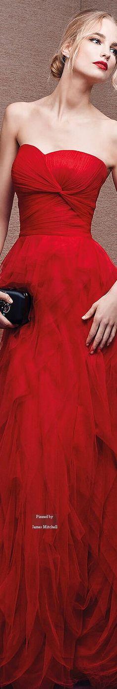 Pronovias via @innochka2. #gowns #red