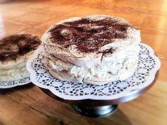 Tort bezowy Dacquoise z daktylami - Poezja smaku