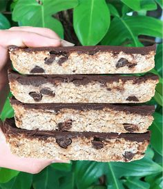 Clean and healthy homemade protein bars - these are paleo + gluten, dairy and refined sugar free! Can also be made vegan. Lots of healthy recipes on my blog