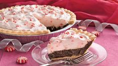 Holiday Chocolate-Mint Pie - This gorgeous pie is a snap to prepare when you bake a frozen pie crust, fill it and chill it. (think I would use graham cracker crust, maybe a chocolate one) Christmas Desserts, Christmas Baking, Christmas Recipes, Holiday Treats, Holiday Pies, Christmas Goodies, Christmas Ideas, Merry Christmas, Holiday Recipes