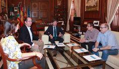 """El Alcalde de Castellón se ha reunido con representantes de las Federaciones vecinales """"para invitarles a presentar propuestas con el fin de que la ciudad esté preparada ante la llegada del AVE""""."""