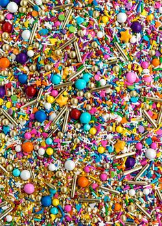 OVER THE RAINBOW Twinkle Sprinkle Medley is a premium, one of a kind mix of some of the spectacular and most over-the-rainbow inspired and dazzling sprinkles in the universe: vibrant rainbow sprinkles, gold rods, oversized gold stars, candy-covered chocolate balls (Sixlets), countless candy beads, edible gold stars, gold dragées, shimmery sugar, nonpareils and so much more. Perfect for anything from a rainbow birthday celebration to sweet 16s, and everything in between. This sprinkle mix is…