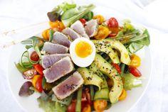 Aziatische salade met verse tonijn - Hungry For Healthy Food Salad Recipes, Healthy Recipes, Healthy Food, Weight Watchers Lunches, Food Presentation, Tuna, Cobb Salad, Summer Time, Sushi
