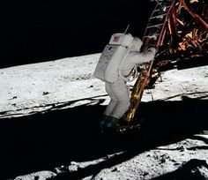 After 45 years, you'd think there is no picture of the historic Apollo 11 moon landing that hasn't been seen a thousand times—but you'd be wrong. Speedmaster Professional, Moon Missions, Apollo Missions, Omega Speedmaster, Mission Apollo 11, Programme Apollo, Lunar Lander, Apollo 11 Moon Landing, Apollo Space Program