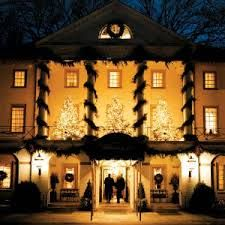 I love the Williamsburg Inn at Christmas time... so perfect.