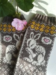 Knitting Socks, Hand Knitting, Knitting Patterns, Knitting Ideas, Joko, Needles Sizes, Mittens, Handmade Items, Bunny