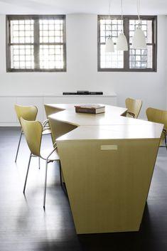 A flexible office table Personal, modular, texture ...