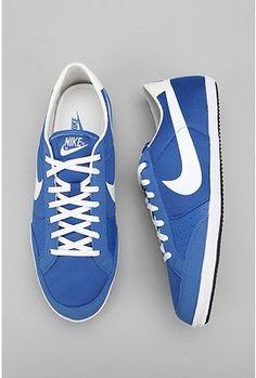 Nike Flycave Sneaker