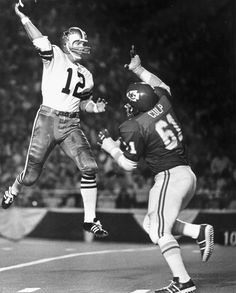 One of the most athletic throws you'll ever see by Roger Staubach