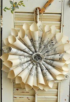 Musiknoten Kranz / Papier Kranz / Vintage Noten / Paper Rose / Vintage Wedding Erstellt von Vintage Musiknoten. Das Zentrum ist mit a Noten rose