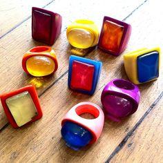 Farandole de bagues en résine ! Pleins de belles couleurs pour cet été !! :)  Bijoux fait main par les ateliers du créateur Dominique Denaive