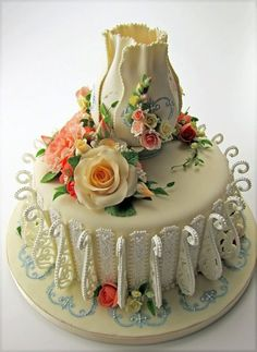 Wow this is unusual...rather nice I think for small Wedding Cake..or even to use as a Birthday Cake