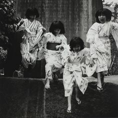 Looking back at Tokyo 1970 in Japanese photography Japanese Photography, Vintage Photography, Inspiring Photography, Geisha, Old Photos, Vintage Photos, Japan Photo, Japan Picture, Japan Art