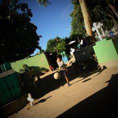 Follow the project / sigue el proyecto @esvisible. A boy tries to catch the #ball while playing #soccer with his neighbors. They live inside a #cemetary. / Un niño trata de atrapar la #pelota durante un #juego de #futbol con sus vecinos. Ellos viven dentro de un #cementerio. #calcio #woldcup #FIFA #tombs #LatinAmerica #iphoneography #dailylife #CentralAmerica #photojournalism #ElSalvador #culture #juancarlos #2014copyright @photojuancarlos  / Discover more about the #ESvisible #project at…