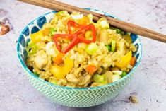 This recipe for Easy Syn Free Chicken Fried Rice is the perfect Slimming World Fakeaway recipe for the whole family to enjoy. Broccoli Pasta Bake, Fried Broccoli, Easy Family Meals, Easy Meals, Free Chickens, Gluten Free Rice, Syn Free, Delicious Dinner Recipes, Healthy Protein