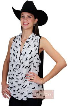 Blusinha Feminina Black White Horse   Blusinha feminina modelo regata mais solta e leve, trançada na frente, cor preta nas costas e na frente branco com cavalos pretos cruzados. Essa blusinha estilo country na cor preta e branco combina com a cowgirl antenada que gosta de estar sempre na moda.