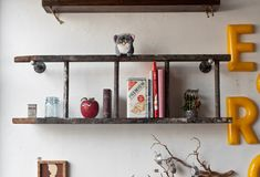 Create rustic shelving space with an old ladder. #Upcycle