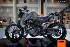Custom KTM DUKES – KTM THAILAND AT MotoExpo 2014   DERESTRICTED
