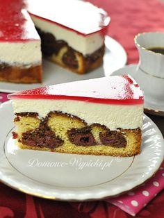 """Tort """"Czerwony Kapturek: Ciasto: 100g masła     150g cukru     3 jajka     200g mąki pszennej     3 łyżeczki proszku do pieczenia     2 łyżki nutelli lub kakao     1 słoik wiśni bez pestek Masa serowa:      500g twarożku śmietankowego     4 łyżeczki cukru waniliowego     3 łyżki cukru     2 opakowania śmietan-fix     400g słodkiej śmietany 30- 36%  Dodatkowo:      1 lub 2 opakowania polewy do tortów czerwonej lub galaretka czerwona"""