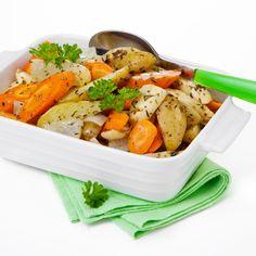 Paahdetut juurekset on helppo ja maukas lisäke kala-, broileri- ja liharuoille. Voit vaihdella juureksia ja mausteita maun mukaan. Resepti vain noin 0,65 €/annos.