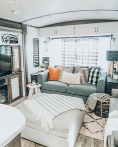 Tiny House Living, Rv Living, Home And Living, Living Spaces, Rv Interior, Interior Design, Home Remodeling, Camper Remodeling, Rv Homes