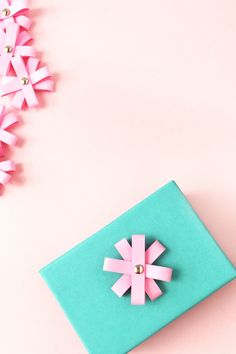 DIY Mini Paper Flower Toppers - Maritza Lisa: Create these mini paper flower toppers with a simple rectangle shape. Perfect for your pretty packages! Click though for the tutorial...