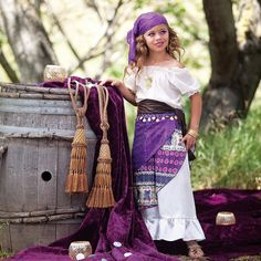 Gypsy Halloween costume for girl. Want to wear this in real life! Halloween Costumes For Girls, Cool Costumes, Costume Halloween, Halloween Kids, Halloween Party, Costume Ideas, Costume D'halloween Fille, Fortune Teller Costume, Hotdog Costume