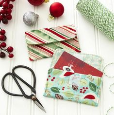 Add a handmade touch to holiday giving with easy fabric gift card holders!