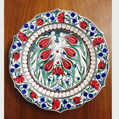 30 cm , İznik çini desenli , el işi dekoratif tabak ...#uygunfiyat #elişi #çinitabak #homedesign #handmade #evdekorasyonu #homesweethome #hediye #kütahya #tabak #flowers #çiçek #iznikçini #duvartabaklari #homedecor #seramik #ceramic #ottomanart #cinitabak #sipariş #aksesuar #instagood #ottomantiles