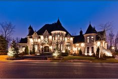 I hope one day I have the money to build my dream home. Which would be this awesome!