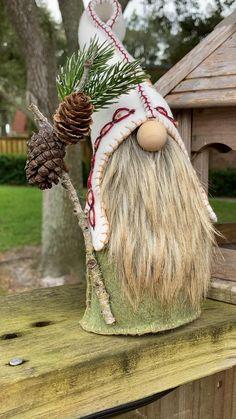 Woodland Christmas, Christmas Gnome, Rustic Christmas, Christmas Crafts For Gifts, Diy Christmas Ornaments, Diy Snowman, Snowman Hat, Classy Christmas, Xmas Decorations