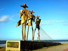 """São Luís, Maranhão, Brasil - monumento """"Os Pescadores"""", na praia de São Marcos"""