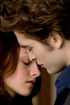 New Moon - Edward & Bella Twilight Saga Quotes, Twilight Saga New Moon, Twilight Saga Series, Twilight Series, Twilight Movie, Twilight Bella And Edward, Edward Bella, Kristen Stewart Twilight, Kristen And Robert