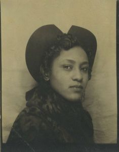 Photo Booth Beauty, 1940s Portraits Victoriens, Vintage Photo Booths, Vintage Pictures, Vintage Images, Vintage Photographs, African American Women, American History, Old Photos, Old Pictures