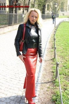 image Long Leather Skirt, Tight Leather Pants, Sexy Rock, Leather Outfits, Leather Dresses, Leather Fashion, Biker Leather, Leather Heels, Dominatrix