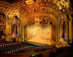 Los Angeles Theatre – Movie Palace – Located at 615 S. Broadway, the Los Angeles opened in 1931 for the premiere of Charlie Chaplin's City Lights. Theatre Group, Broadway Theatre, Movie Theater, Old Movies, Vintage Movies, Vintage Stuff, Chaplin Film, Cities, Los Angeles Hollywood