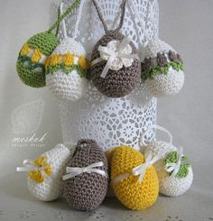 Crochet easter egg with tulips and flower - meskok.design