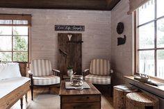Kauniin mökin rauhallinen olohuone